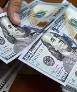 تراجع الدولار لأدنى مستوى في أسبوع