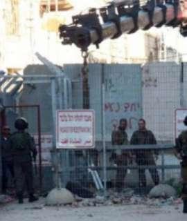 الاحتلال يفكك معسكرا وسط الخليل وتخوفات من إقامة مستوطنة في المكان