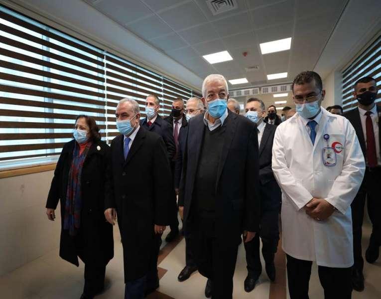 اشتية يفتتح مستشفى الهلال الأحمر المخصص لعلاج كورونا في نابلس
