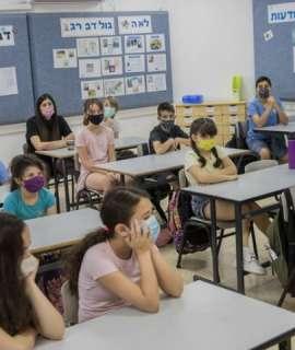الاحتلال يستعد لتطعيم طلاب المدارس
