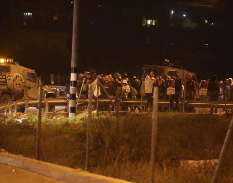 """مستوطنون يغلقون مفترق """"غوش عتصيون"""" ومواجهات في بيت فجار جنوب بيت لحم"""
