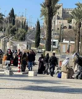الاحتلال يعرق وصول المصلين إلى الأقصى