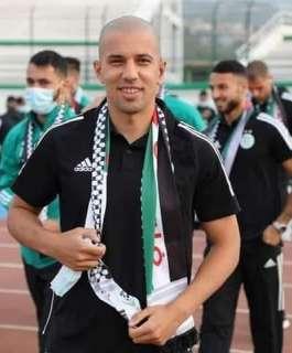 المنتخب الجزائري يخطف الأضواء بالكوفية الفلسطينية
