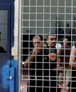 3 أسرى يدخلون أعواما جديدة في سجون الاحتلال الإسرائيلي
