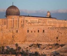مزاد صامت للوحات ورسومات فنية عن القدس في مخيم جنين