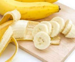 ما هي الأطعمة التي لا يجوز تناولها مع الموز؟