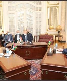 اللجنة العربية المعنية بالتحرك لوقف الانتهاكات الإسرائيلية بالقدس تجتمع في القاهرة